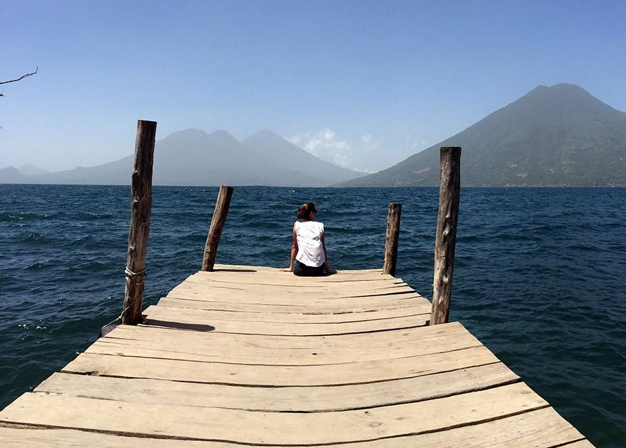 Lago Atitlán mit Blick auf die Vulkane San Pedro, Atitlán und Tolimán und