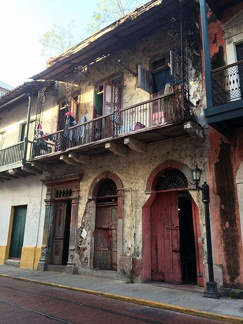 Verfall und Schönheit auf einen Blick - Wohnhaus in Casco Viejo