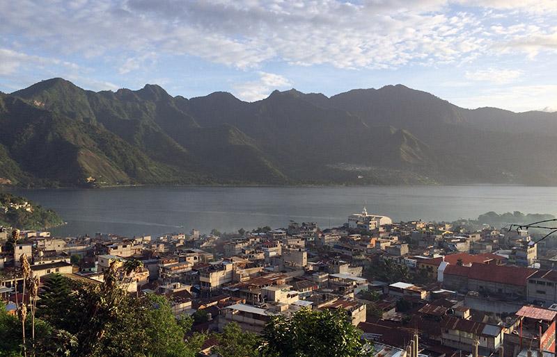 Morgengrauen am Lago Atitlán