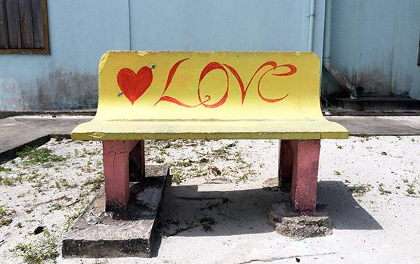 Love-Bank auf dem Spielplatz von Caye Caulker