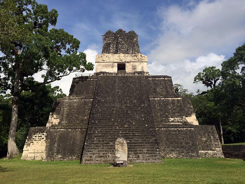 Maya Tempel am Hauptplatz von Tikal