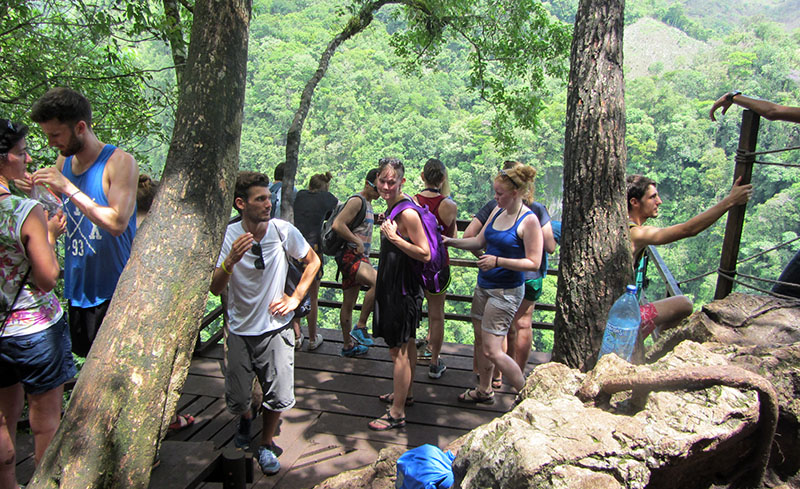 Touristengruppe in Semuc Champey