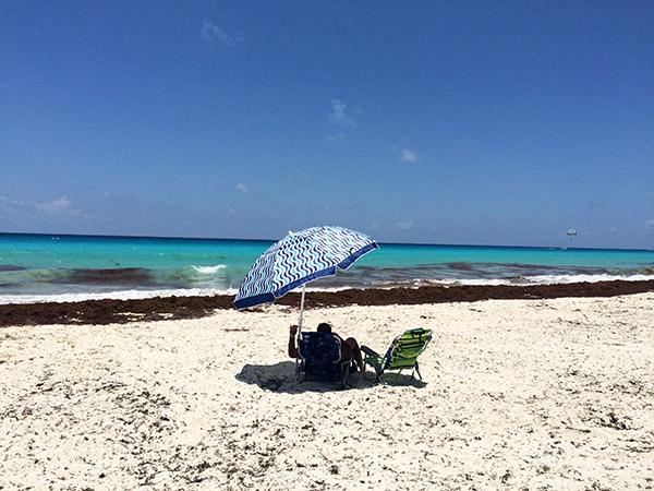 Der öffentliche Strand Playa Marlin an der Zona Hotelera von Cancún
