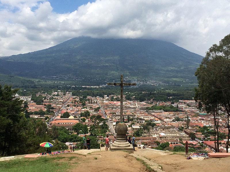 Ausblick vom Cerro de la Cruz in Antigua, Guatemala