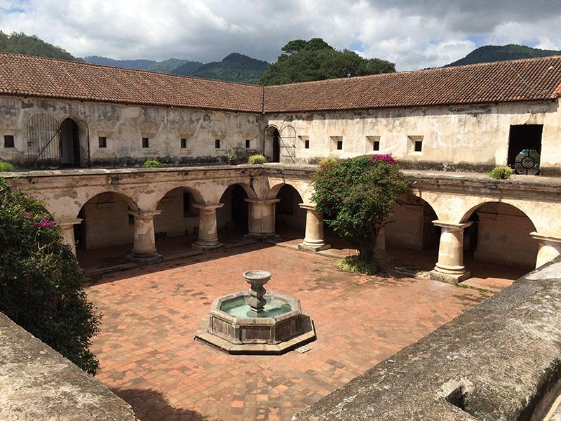 Innenhof des Convento de las Capuchinas in Antigua Guatemala