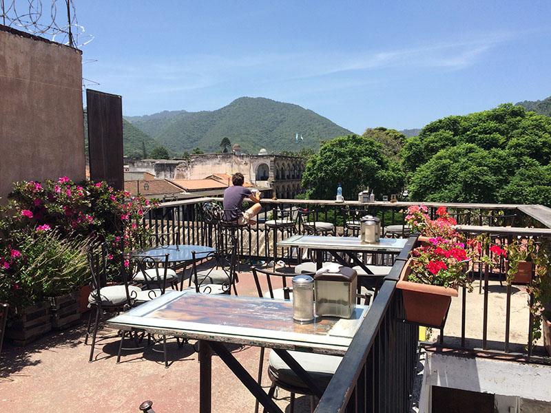 Ausblick über die Terrasse vom La Casaca in Antigua, Guatemala
