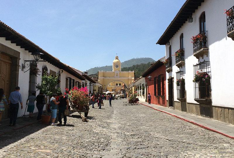 Ein Spaziergang durch Antigua, Guatemala, ist eines der Highlights in der Stadt