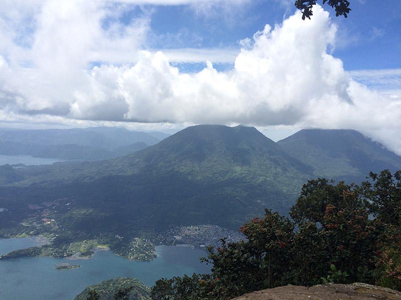 Ausblick vom Volcan San Pedro am Lago Atitlán in Guatemala