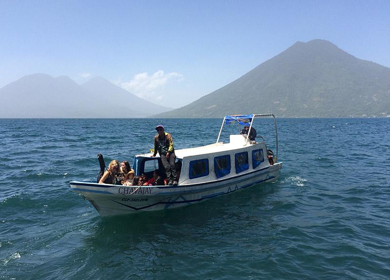 Boote sind die Haupttransportmittel am Lago Atitlán