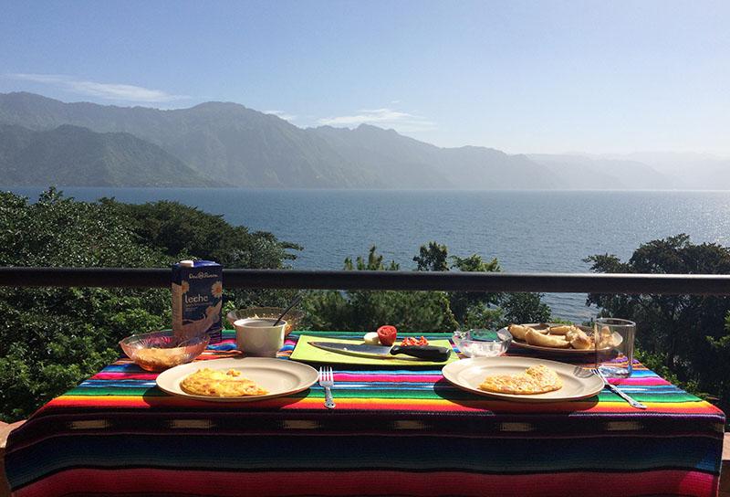 Ausblick vom Balkon von Cedellas Guesthouse in San Pedro La Laguna am Lago Atitlán