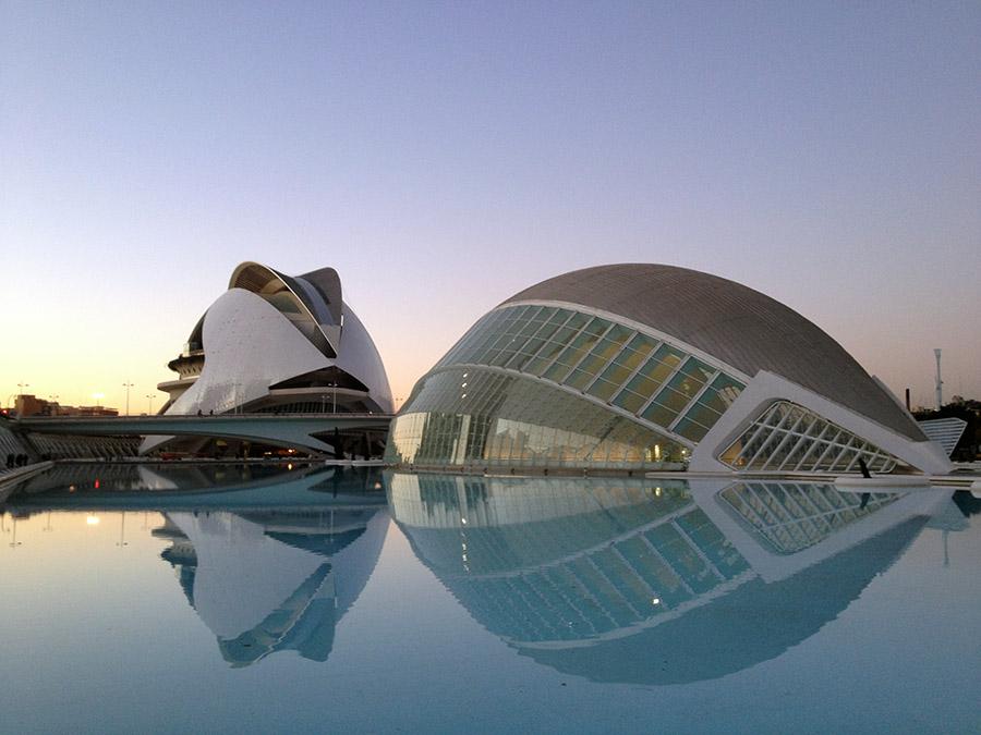 Futuristische Gebäude der Ciudad de las Artes y de las Ciencias