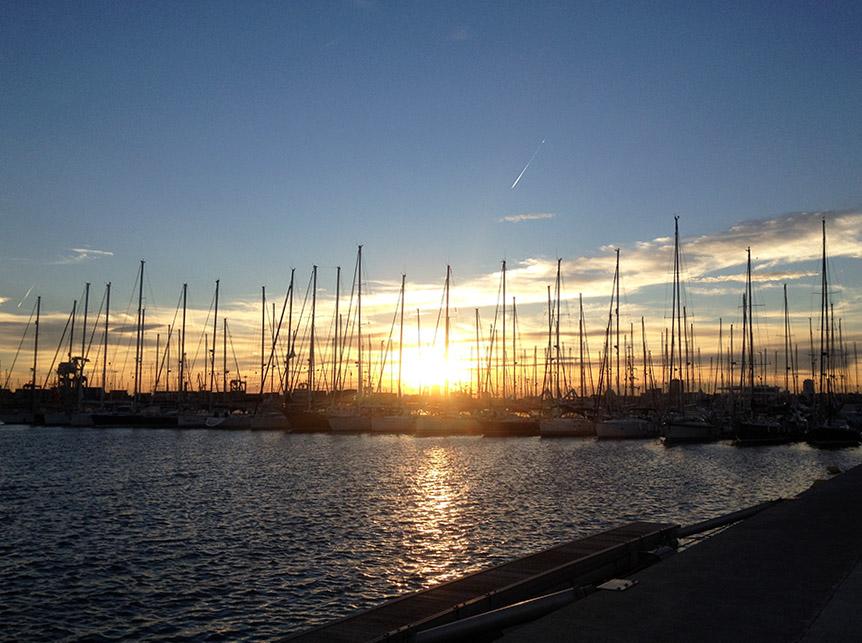 Sonnenuntergang über dem Hafen von Valencia
