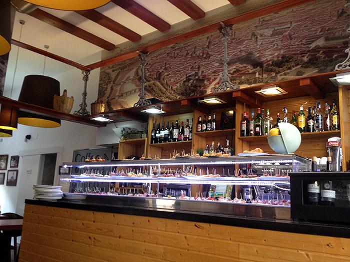 Große Auswahl an der Bar des Pintxo i Trago - Valencia
