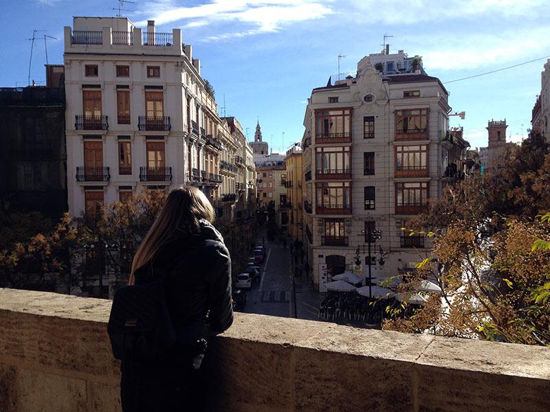 Blick von den Torres De Serrano in die Gassen Valencias