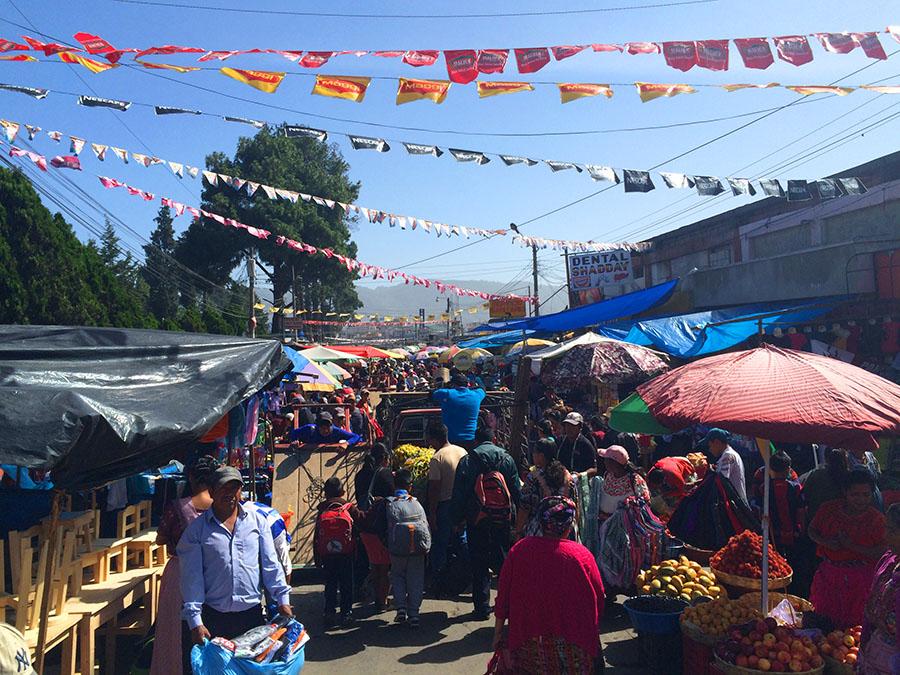 Mercado La Minerva am Chicken Bus Terminal von Quetzaltenango (Xela), Guatemala