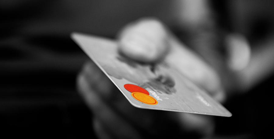 Reiseversicherungen über die Kreditkarte sind praktisch aber in den Leistungen oft eingeschränkt