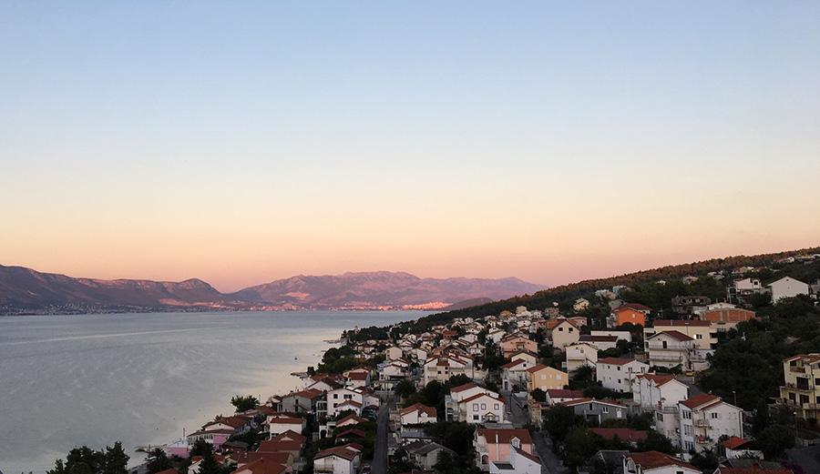 Sonnenaufgang vom Balkon unseres Apartments in Mastrinka, Čiovo, Kroatien