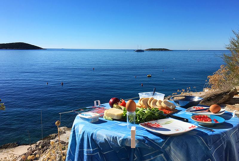 Selbstverpflegung in Kroation - hier beim Frühstück in Sevid.