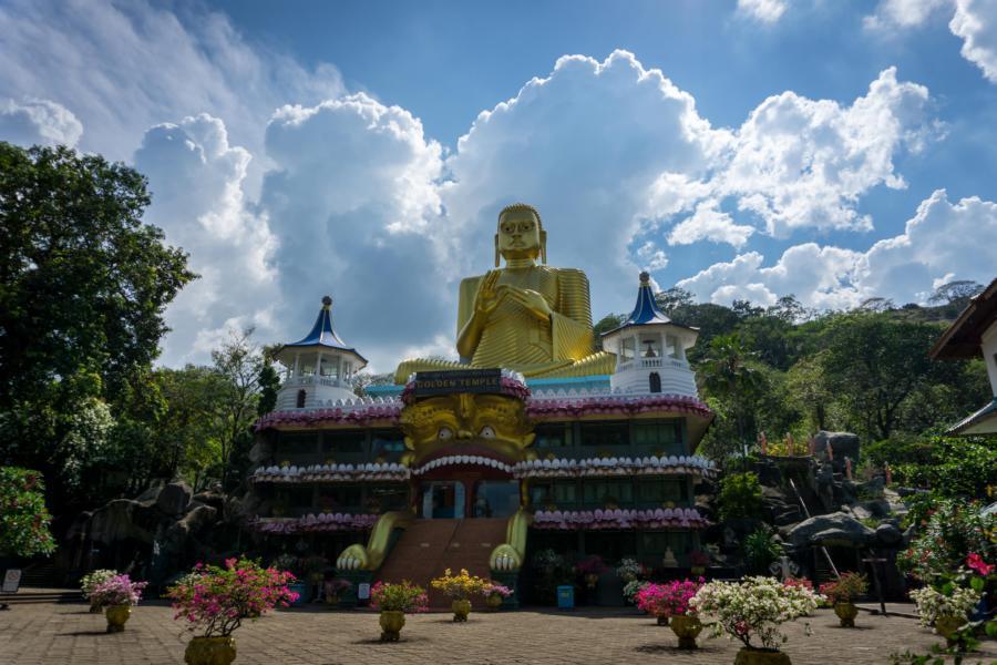 Der große Buddha vor dem Tempel in Dambulla, Sri Lanka