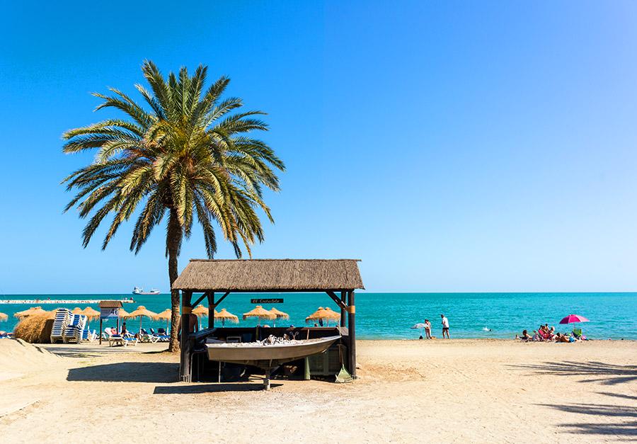 Der schöne Strand Playa La Malagueta in Málaga