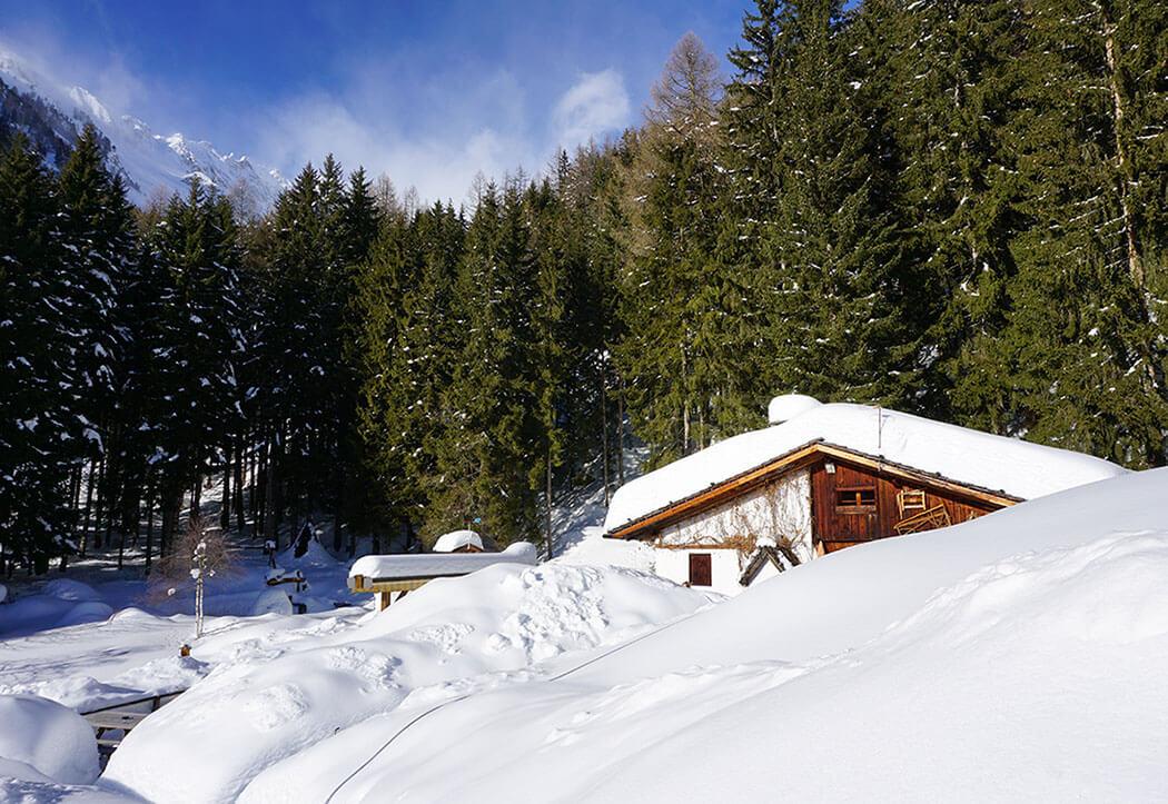 Bizat Hütte Ahrntal Südtirol im Winter – urige Almhütten