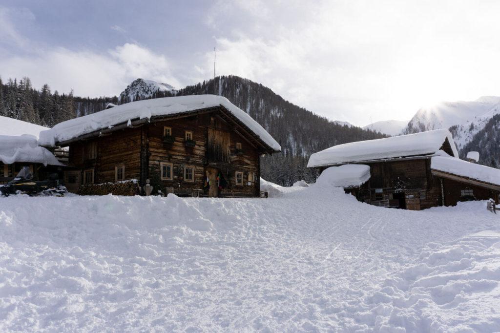 Innerhofer Alm Ahrntal Südtirol im Winter Rodeln