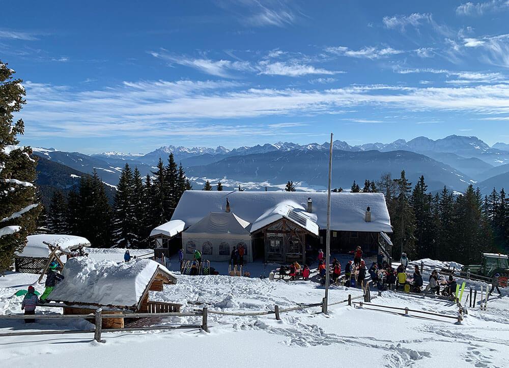 Pertinger Alm Terenten - Südtirol im Winter urige Almhütten und Rodeln