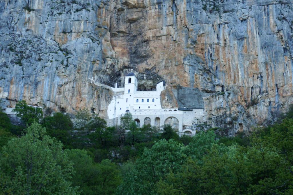 Blick auf das Kloster Ostrog in Montenegro