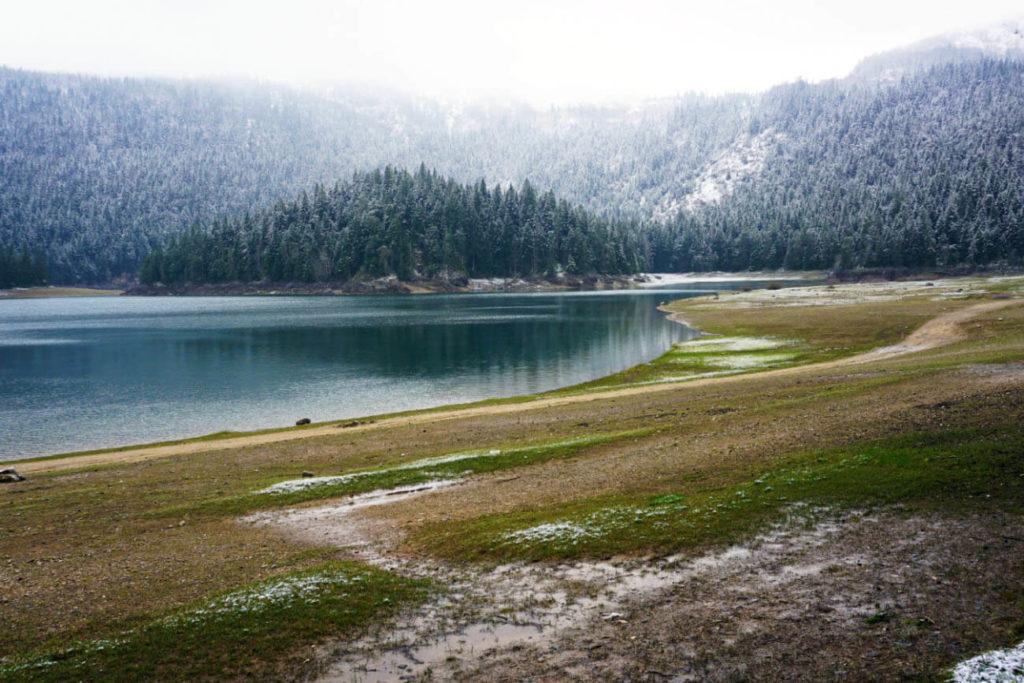 Der Schwarze See im Durmitor Nationalpark in Montenegro