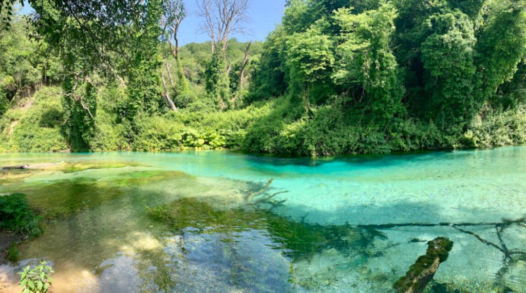 Hinein ins kühle Nass – schönste Blautöne beim Blue Eye - Syri i Kaltër - in Albanien