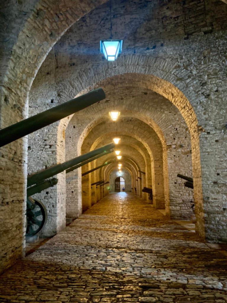 In der Burg von Gjirokaster - Albanien