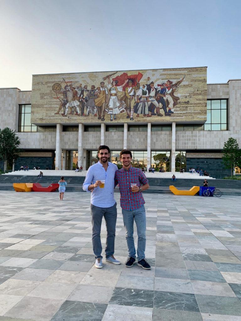 Der Hauptplatz von Tirana (Albanien)