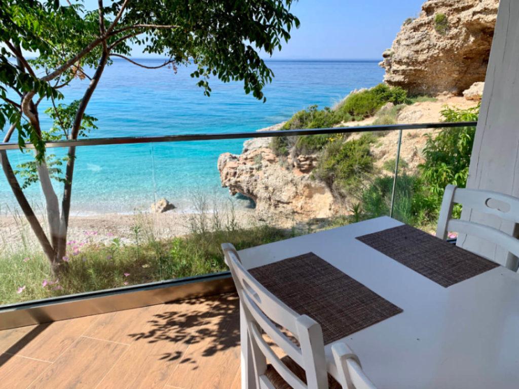 Ausblick vom Hotel Summer Dream auf den Strand von Drymades an der albanischen Riviera