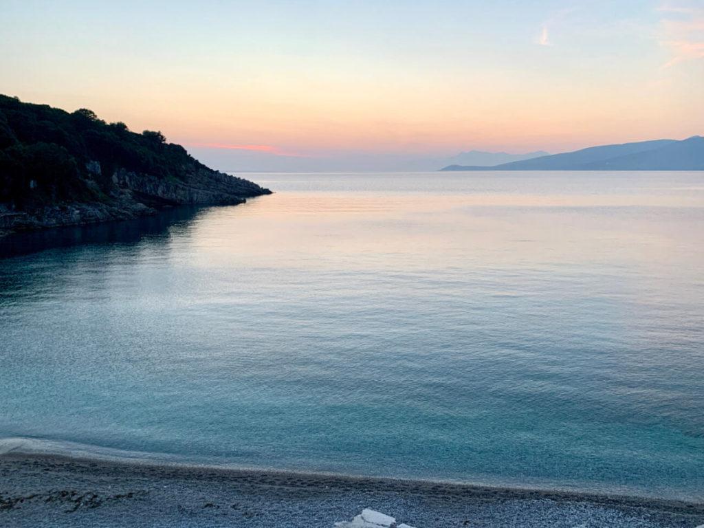 Sonnenuntergang am Monastery Beach an der albanischen Riviera