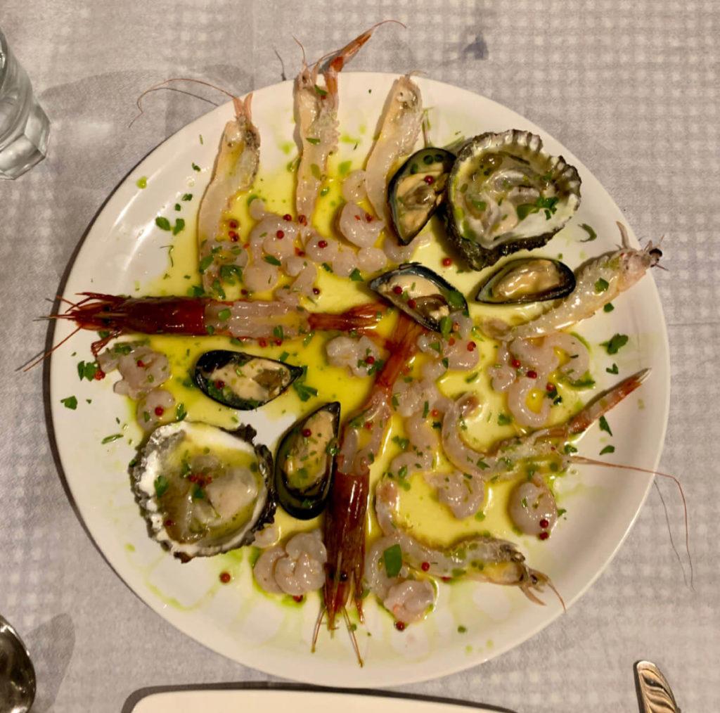 Frisch aus dem Meer - Vorspeisenteller im Restaurant von Saranda